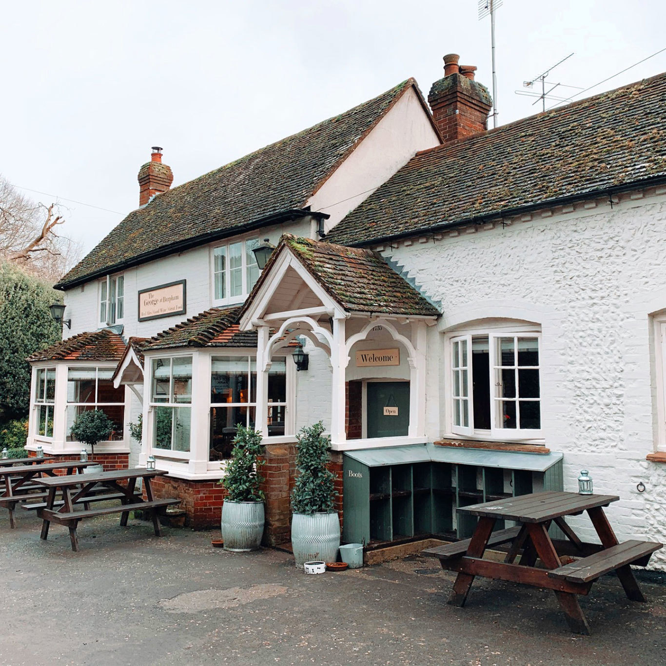 Beautiful pub, lovely inside and out in a beautiful village
